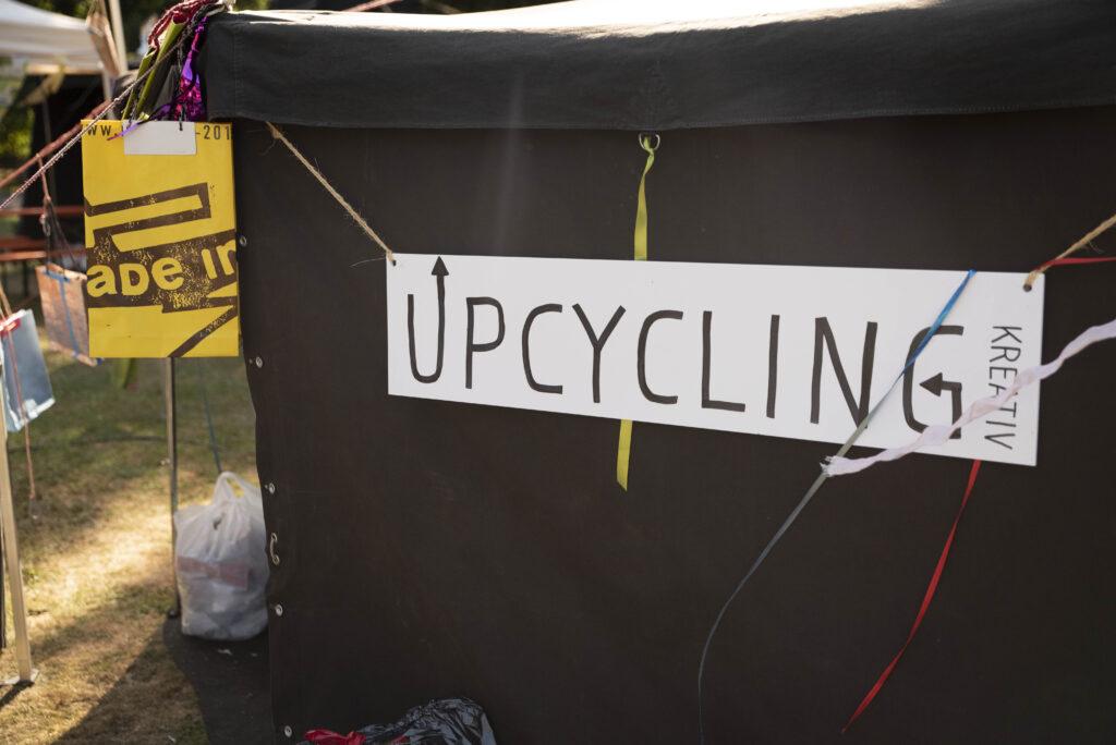 Upcycling-Schild
