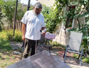 Referent Georg Stumpf mit Solarpanel