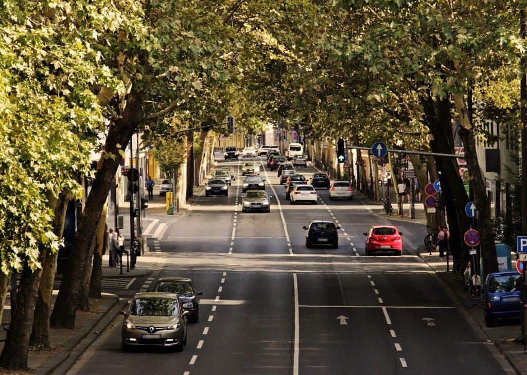 Autodominierte Stadtstraße