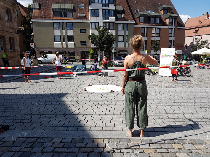 Standing with the earth am 18.8.2020 in Fürth