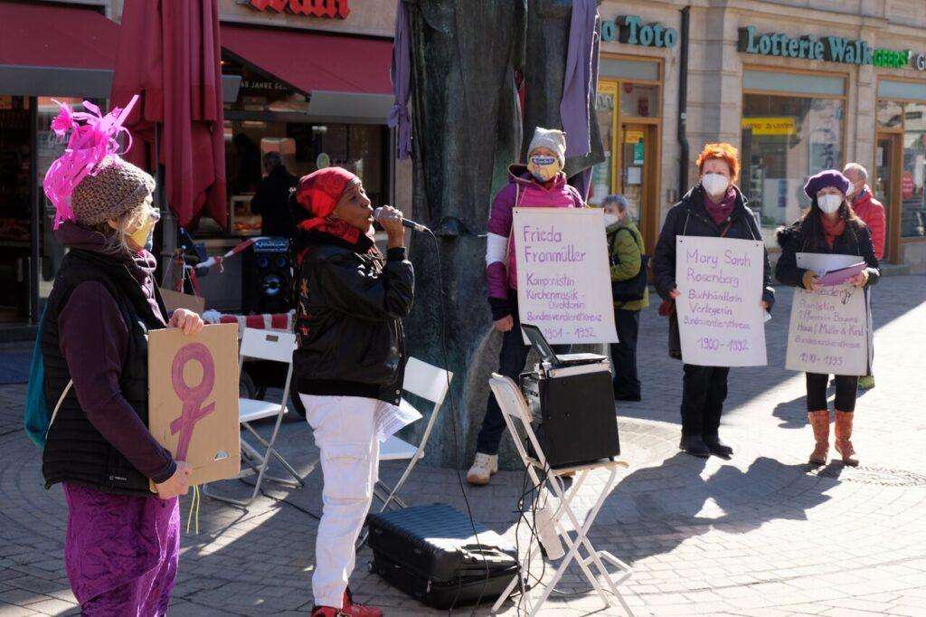 Straßenaktion der Unabhänige Frauen Fürth